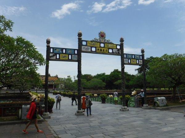 ベトナムフエ1日観光|世界遺産グエン朝王宮_敷地内部の風景