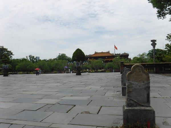 ベトナムフエ1日観光|世界遺産グエン朝王宮_王宮内部の風景1