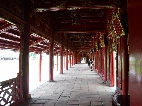 ベトナムフエ1日観光|世界遺産グエン朝王宮_王宮内部の風景2