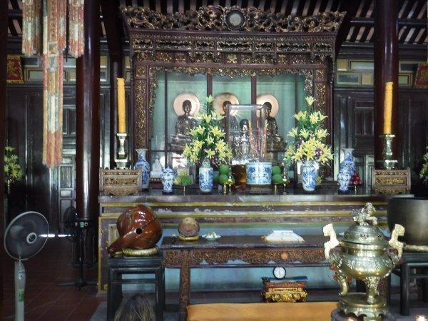 ベトナムフエ1日観光|世界遺産ティエンムー寺_本殿三尊仏