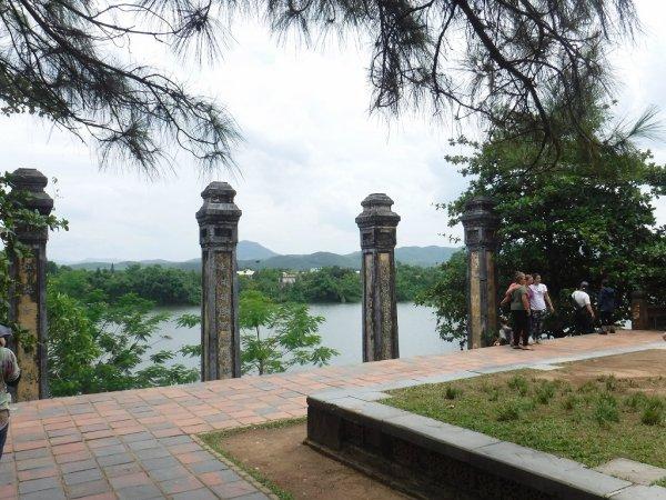 ベトナムフエ1日観光|ティエンムー寺からホン川を見る