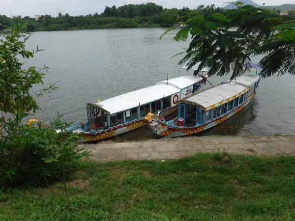 ベトナムフエ1日観光|ティエンムー寺からホン川のドラゴンボート