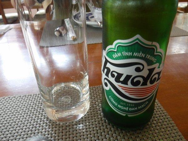 ベトナムフエ1日観光|宮廷料理レストランHoa Vien Gerden Restaurant_本日の宮廷料理コース_ビールで乾杯