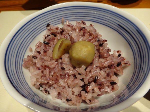カムイの湯ラビスタ阿寒川レストラン「ワッカピリカ」の夕食_黒米入の栗ごはん