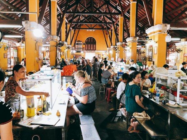 ホイアン旧市街観光_ホイアン市場の食堂1