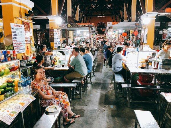 ホイアン旧市街観光_ホイアン市場の食堂2