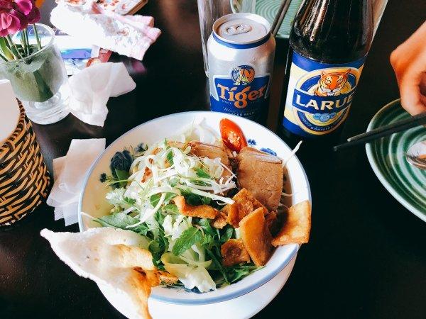 ホイアン旧市街にあるモーニンググローリーのご飯_麺料理カオラウCao Lau