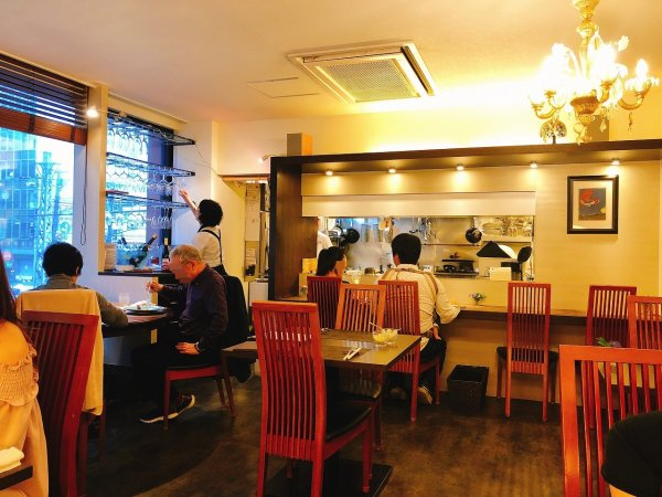 札幌イタリアンリッチRICCI cucinaITALIANA1回め_奥のテーブル席から店内を見渡す