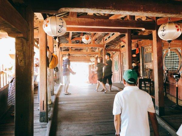 ホイアン旧市街観光_日本人橋(来遠橋)の中1