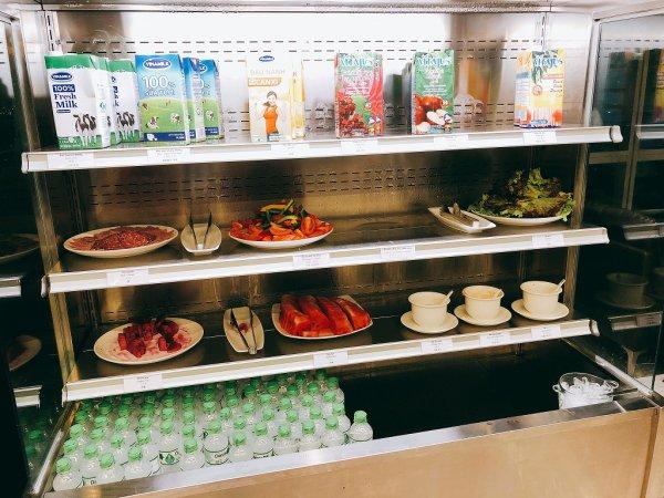 ダナン国際空港第二ターミナルプライオリティ・パスラウンジ_野菜やフルーツ
