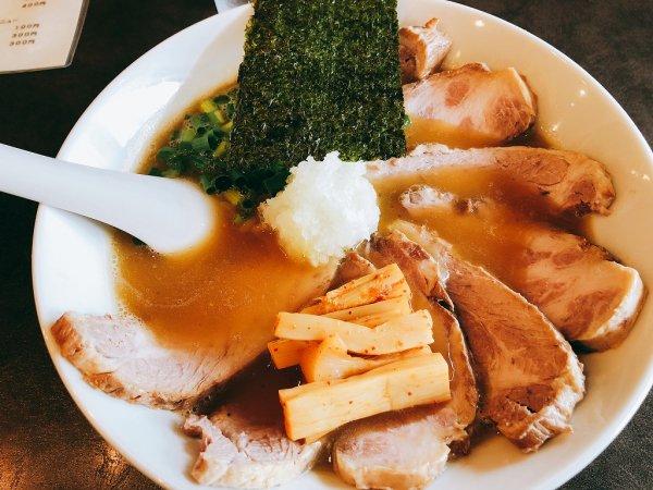千歳ラーメン麺や麗(めんや れい)_しょうゆラーメン チャーシュートッピング