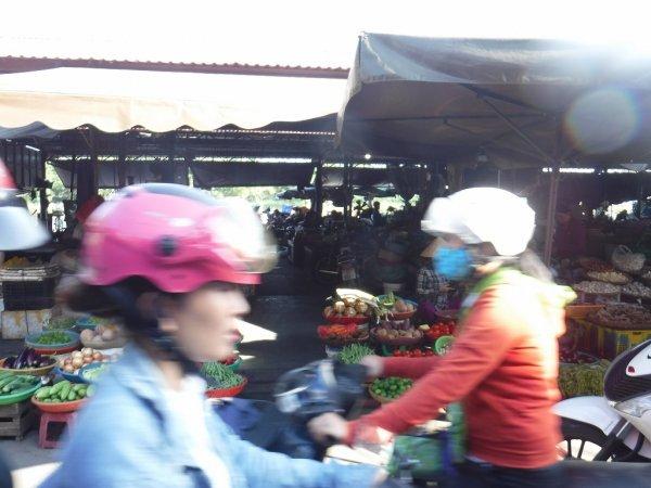 ホイアン旧市街観光_ホイアン市場1
