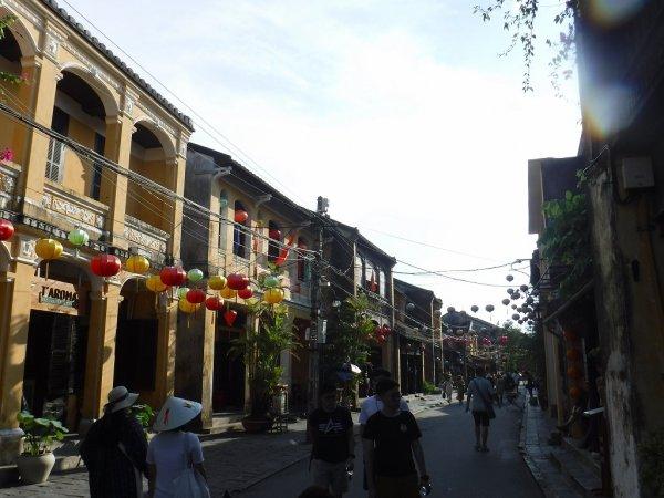 ホイアン旧市街観光_ホイアンの町並みと建物1