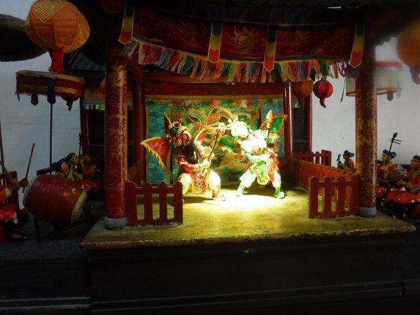 ホイアン旧市街観光_ホイアンの雑貨店cotic入り口展示品2
