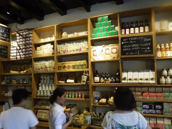 ホイアン旧市街観光_ホイアンのカフェCOCOBO店内