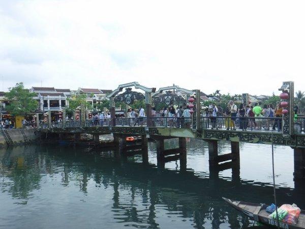 ホイアン旧市街観光_ホアイ川とアンホイ橋1