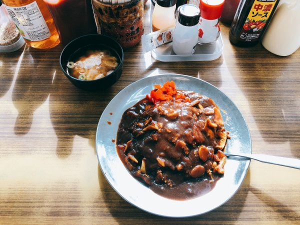 苫小牧ホッキカレーで有名なマルトマ食堂でホッキカレーを実食1