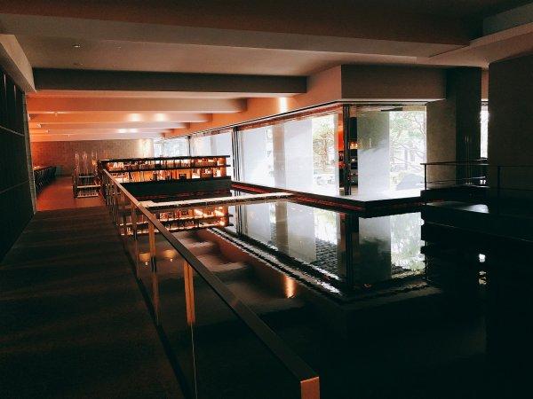 湯の川温泉望楼NOGUCHI函館_ロビー入って左側の風景1