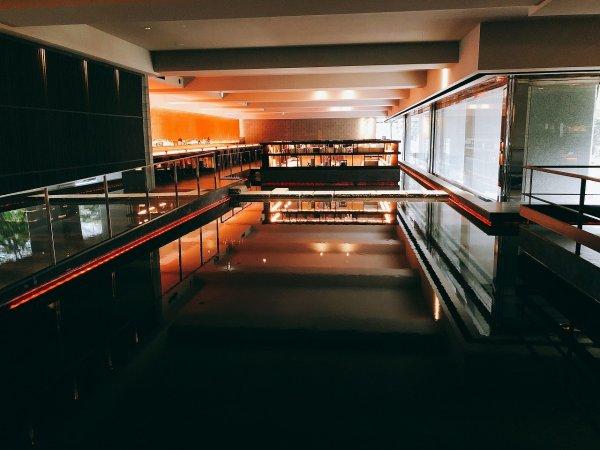 湯の川温泉望楼NOGUCHI函館_ロビー入って左側の風景2