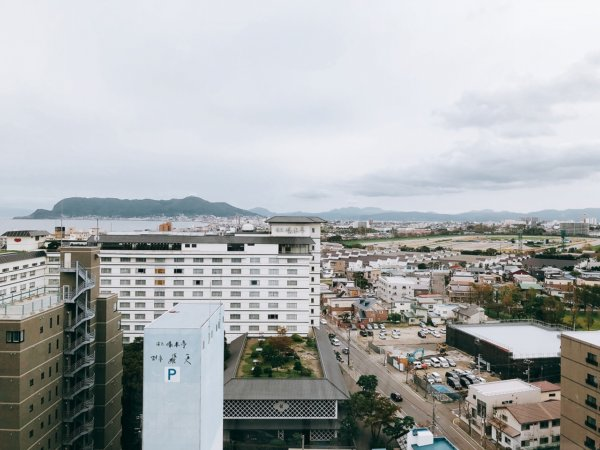 湯の川温泉で人気の望楼NOGUCHI函館_大浴場のある13階休憩処の眺望2
