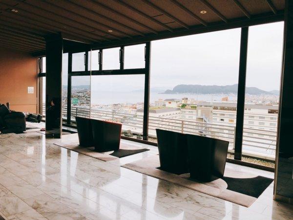 湯の川温泉で人気の望楼NOGUCHI函館_大浴場のある13階休憩処の眺望1