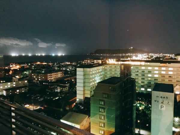 湯の川温泉で人気の望楼NOGUCHI函館_大浴場のある13階休憩処の夜景