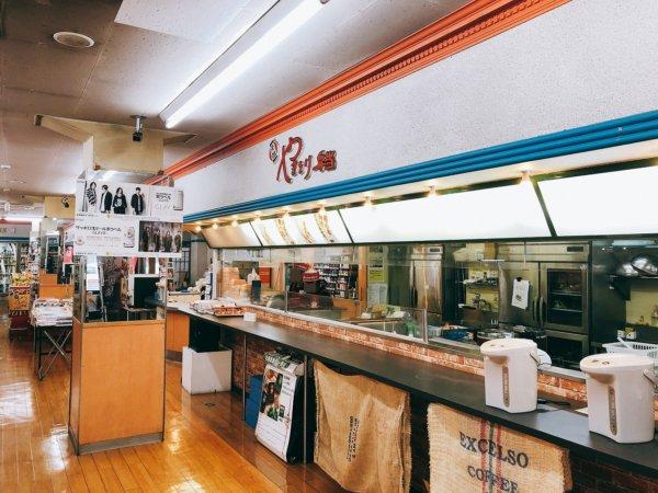 函館AM半日観光_函館やきとり弁当をハセガワストア店内の様子