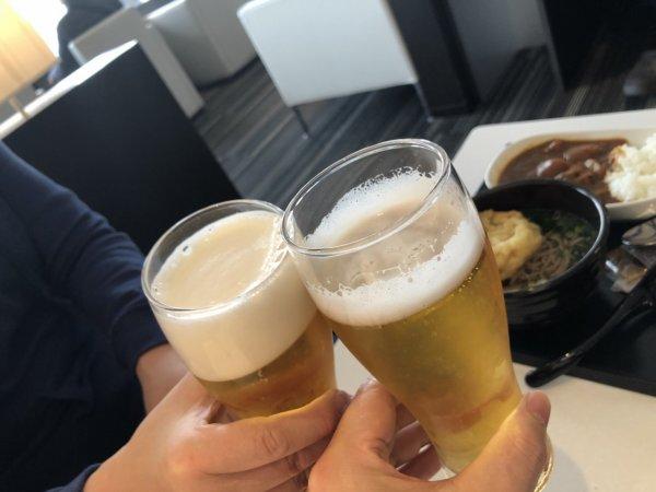 【メキシコ旅行】プエルトバジャルタの行き方_成田空港ANAラウンジ_ビールで乾杯
