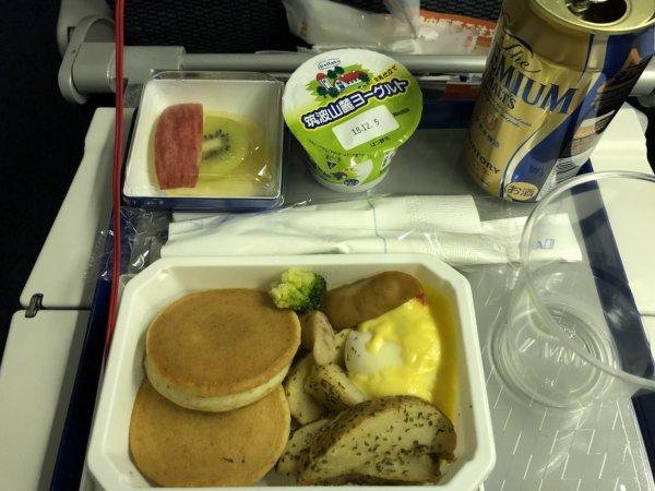 【メキシコ旅行】プエルトバジャルタの行き方_ANAヒューストン便_機内食パンケーキ&ポーチドエッグ