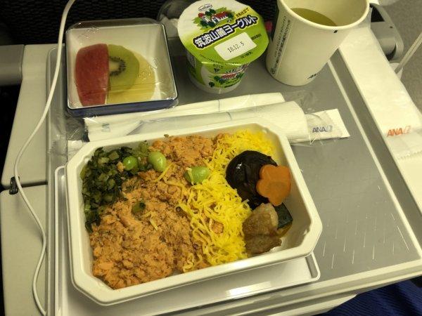 【メキシコ旅行】プエルトバジャルタの行き方_ANAヒューストン便_機内食紅鮭の彩りご飯