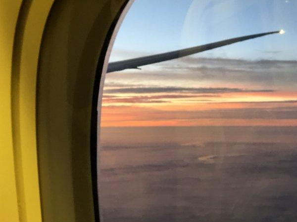 【メキシコ旅行】プエルトバジャルタの行き方_ANAヒューストン便_機内で見た朝焼け1