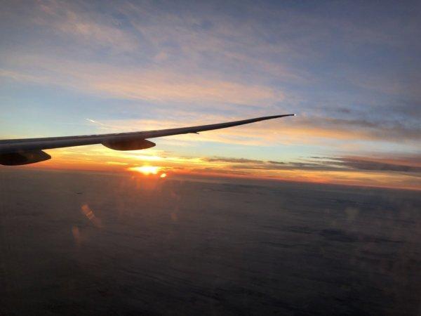 【メキシコ旅行】プエルトバジャルタの行き方_ANAヒューストン便_機内で見た朝焼け2