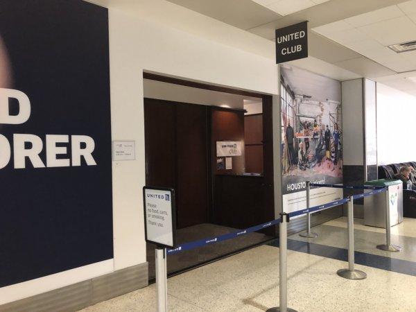 【メキシコ旅行】プエルトバジャルタの行き方_ヒューストン国際空港乗り継ぎターミナル_UNITEDラウンジ入り口