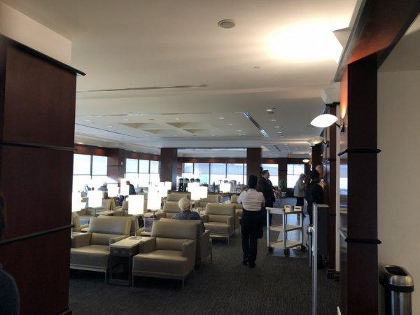 【メキシコ旅行】プエルトバジャルタの行き方_ヒューストン国際空港乗り継ぎターミナル_UNITEDラウンジ内部