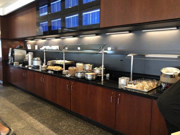 【メキシコ旅行】プエルトバジャルタの行き方_ヒューストン国際空港乗り継ぎターミナル_UNITEDラウンジ軽食サービス