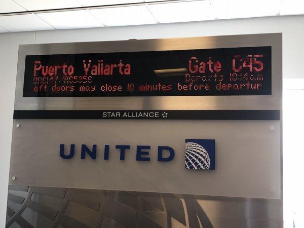 【メキシコ旅行】プエルトバジャルタの行き方_UNITEDプエルトバジャルタ便搭乗口