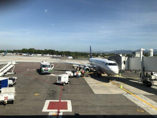【メキシコ旅行】プエルトバジャルタの行き方_プエルトバジャルタ空港到着時の景色