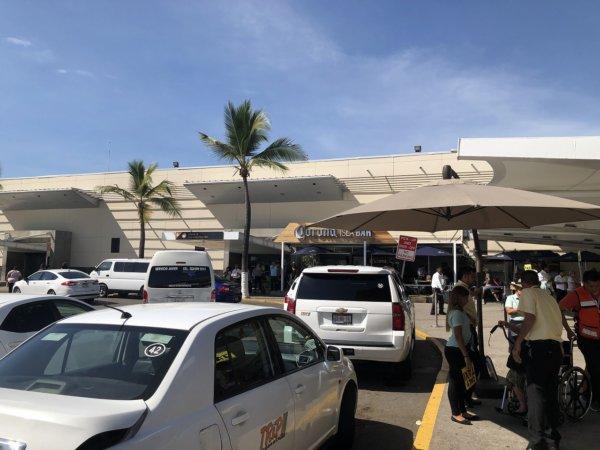 メキシコ・プエルトバジャルタPVR空港_送迎タクシー