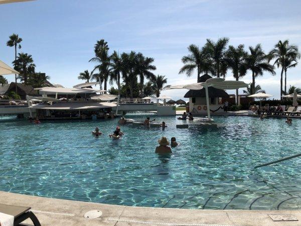 メキシコ_ハードロックホテルバリャルタ_プール