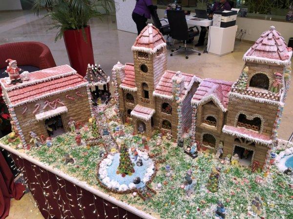 メキシコ_ハードロックホテルバリャルタ_ロビーにあったお菓子の家