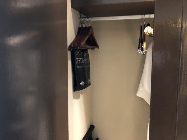 ハードロックホテルバリャルタのデラックスゴールドルーム_クローゼット2