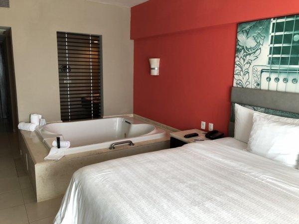 ハードロックホテルバリャルタのデラックスゴールドルーム_客室ジェットバス2