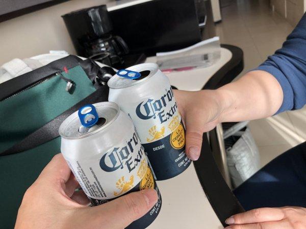 ハードロックホテルバリャルタのデラックスゴールドルーム_夫婦たびをビールで乾杯
