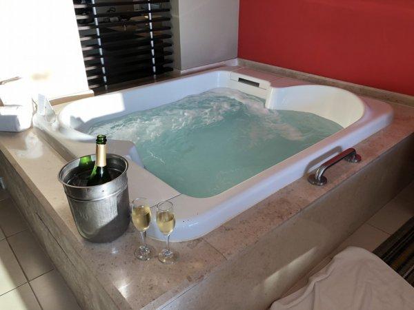 ハードロックホテルバリャルタのデラックスゴールドルーム_客室ジェットバス3