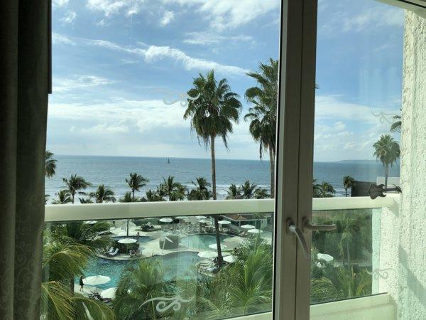 ハードロックホテルバリャルタのお部屋から見た太平洋