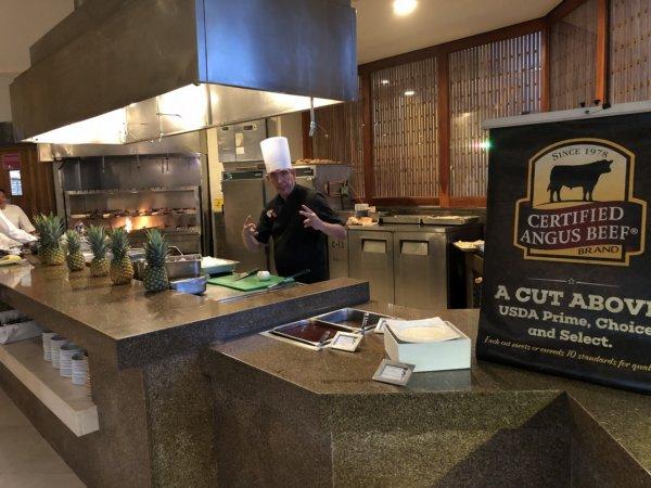 ハードロックホテルバリャルタのディナーレストラン_ブラジル料理 IPANEMA_シュラスコ焼き場とシェフ