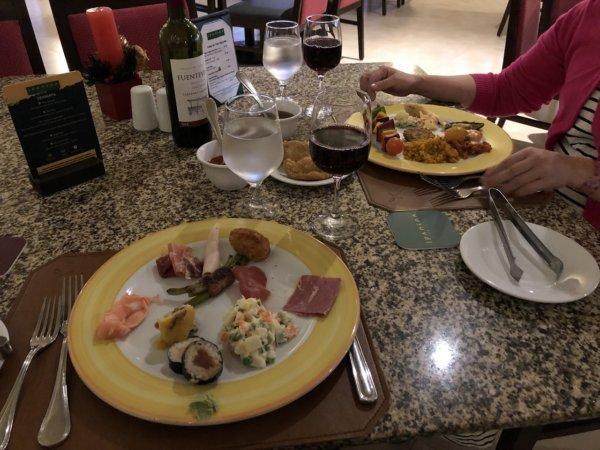 ハードロックホテルバリャルタのディナーレストラン_ブラジル料理 IPANEMA_ビュッフェ料理をチョイスしたお皿