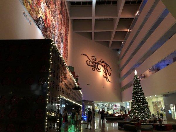 ハードロックホテルバリャルタ_ホテルロビー夜の照明