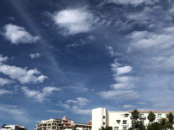 ハードロックホテルバリャルタのビーチから見たメキシカンな雲