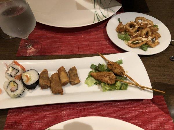 ハードロックホテルバリャルタのディナーレストラン_日本・アジア料理 ZEN_海苔巻き、揚げ春巻き、焼き鳥、イカの唐揚げ